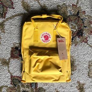 Fjallraven Kanken Backpack CLASSIC SIZE 16 L